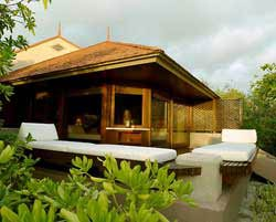 Philippines Native House Design http://www.symbiosis-travel.com/philippines/escapes-hideaways/129/amanpulo-resort/